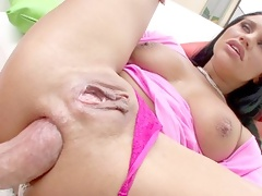Aussie skank has big beautiful lips for sucking fat cock